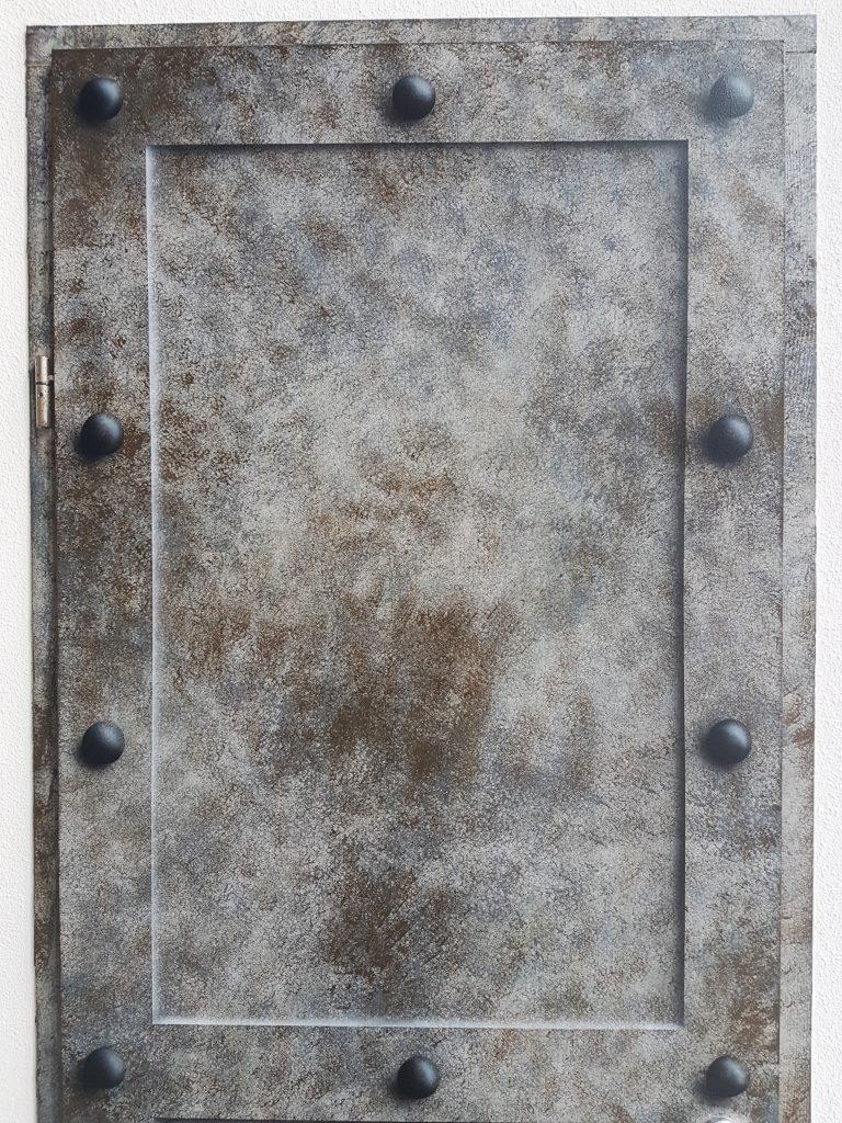 Metaalimitatie deur
